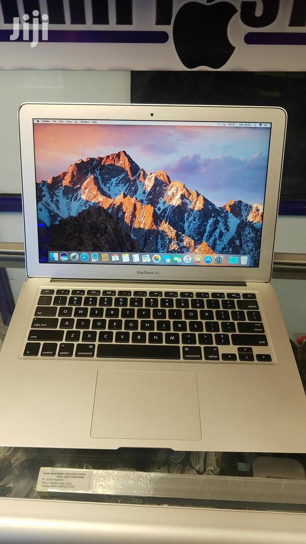 "Archive: Apple Macbook Air 13""/13.3"" 250GB SSD intel core i5 4GB ram"